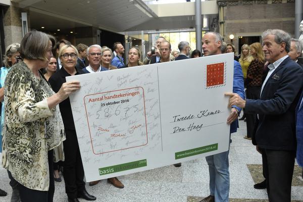 D66 zet basisinkomen op de agenda van het kabinet, volgen GroenLinks en de PvdA?